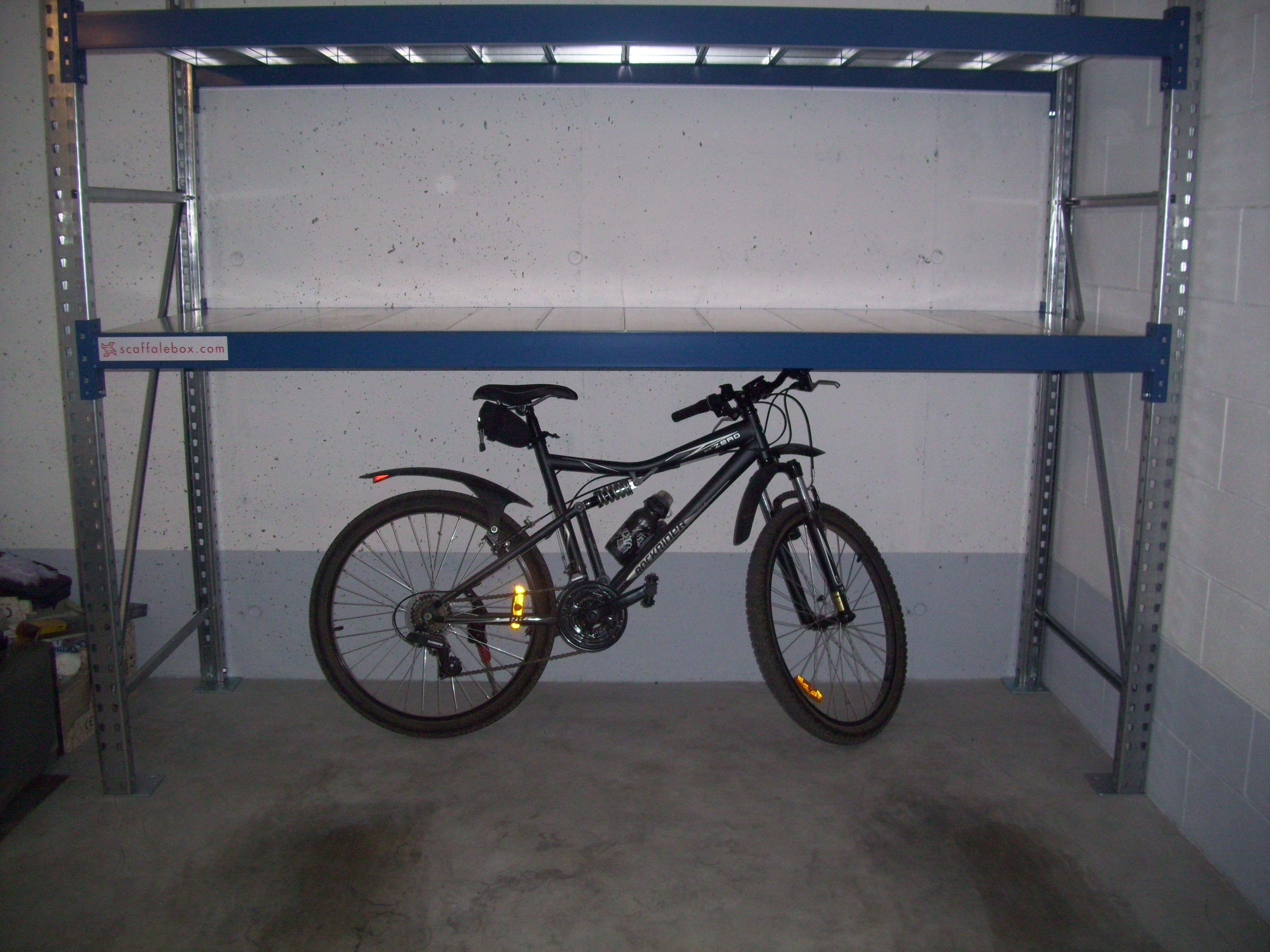 Scaffale box garage scopri dm ignazio caratteristiche for 2 piani di garage per auto con soppalco