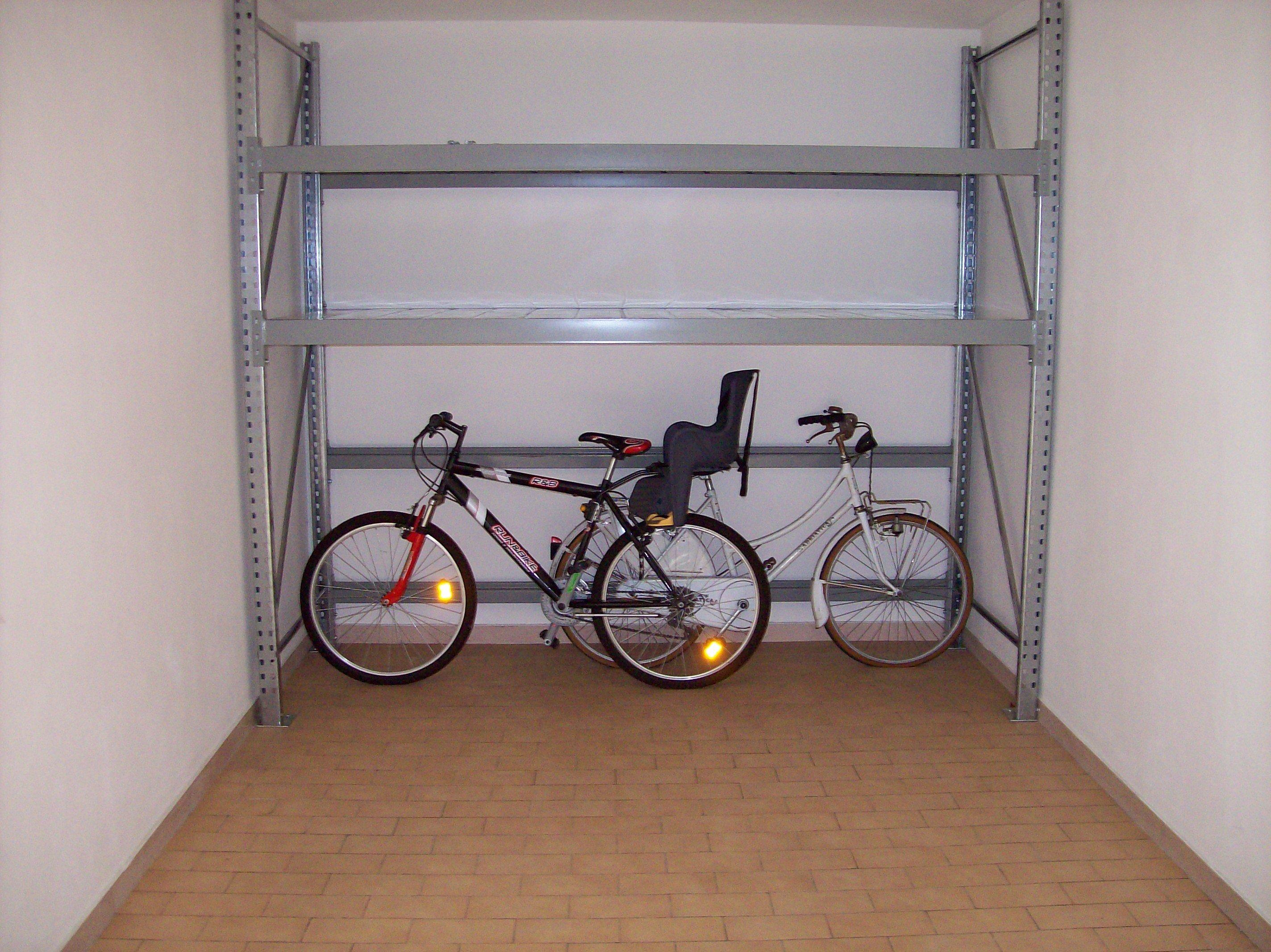 Scaffale box garage scopri dm ignazio caratteristiche for Garage dm auto livry gargan