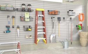 Sistema di scaffali per garage con pannelli e attrezzi
